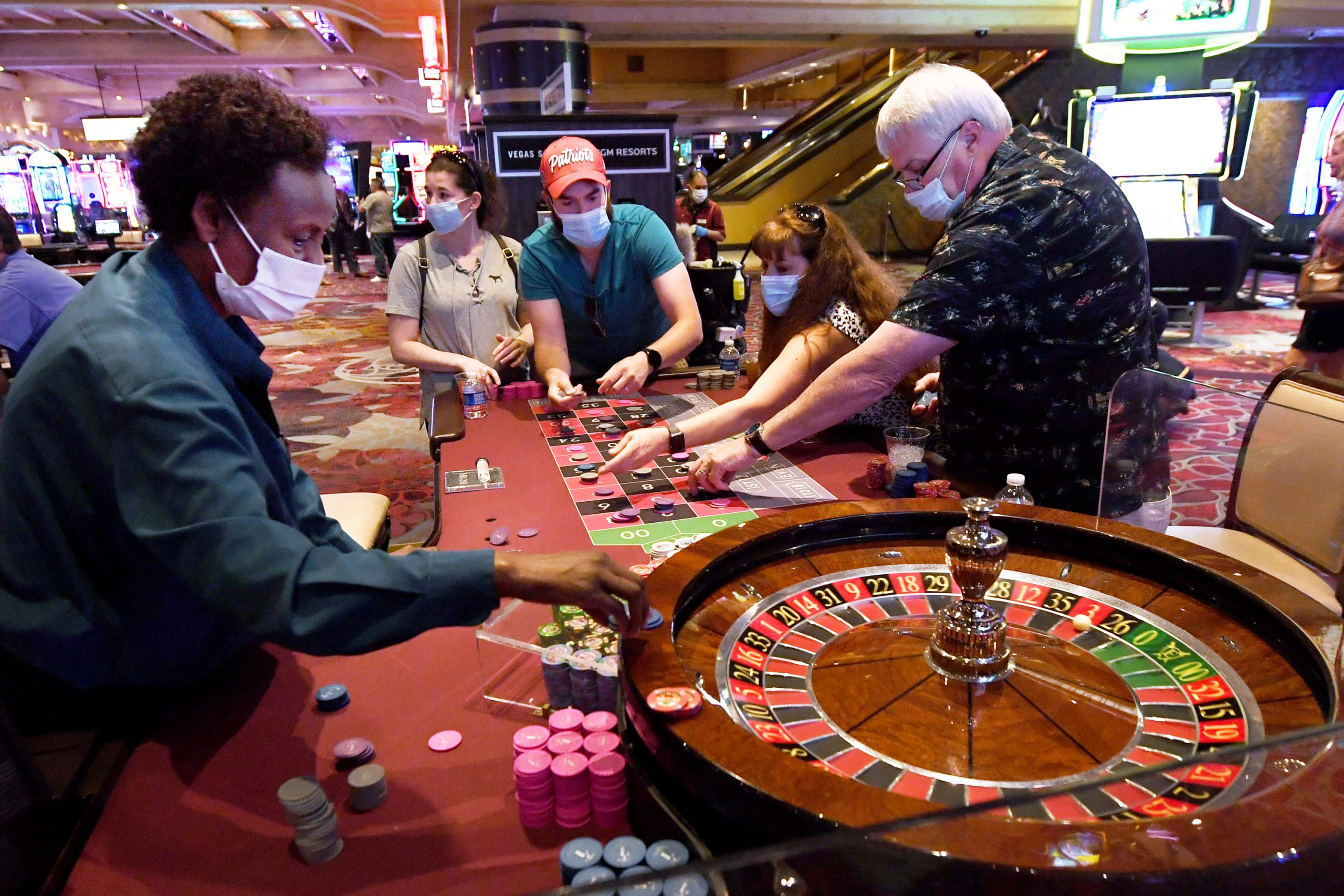 Open Up The Gates For Online Casino Through Making Use Of These Easy Ideas
